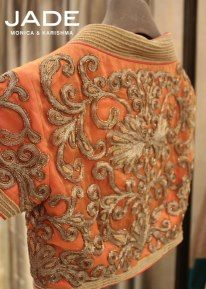 Look like a Diva! give your saree that unmatched edge :)… Saree Blouse Patterns, Saree Blouse Designs, Indian Attire, Indian Ethnic Wear, Indian Dresses, Indian Outfits, Indian Bridal Photos, Choli Designs, Sexy Blouse