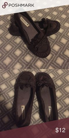 American Eagle Flats/Moccasins Very comfortable flats/moccasins. Worn rarely and only only with socks. They are a dark brown color. American Eagle Outfitters Shoes Moccasins