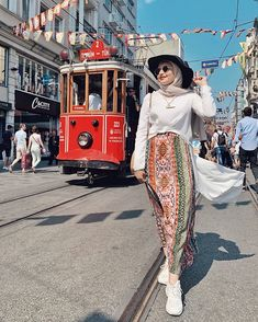 69 ideas for boho fashion summer bohemian clothes Hijab Fashion Summer, Modern Hijab Fashion, Street Hijab Fashion, Muslim Fashion, Skirt Fashion, Fashion Outfits, Hijab Fashion Style, Bohemian Maxi Skirt, Boho Skirts