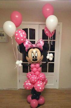 decoracion de minnie para cumpleaños con globos