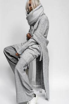 Gli Arcani Supremi (Vox clamantis in deserto - Gothian): Fall 2018 and Winter fashion trends, outfits and the New Street Style Grey Fashion, Look Fashion, Winter Fashion, Fashion Outfits, Womens Fashion, Fashion Trends, Latest Fashion, High Fashion, Fashion Ideas