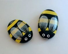 Easter-Mothers Day-gifts under sunny bumble bees-whimsical ooak spring fairy garden decor-honey bees-painted pet rocks-yellow-black Rock Painting Ideas Easy, Rock Painting Designs, Paint Designs, Stone Crafts, Rock Crafts, Hand Painted Rocks, Painted Stones, Bee Boxes, Silver Wings