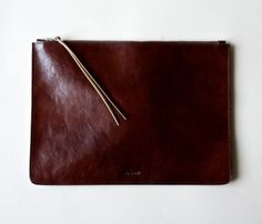 Heirloom Portfolio // raw material :: leather, such a warm chocolate brown tone