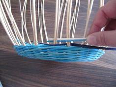 Обалденный Узор!!!! Плетение из газет: csirith Newspaper Basket, Weaving Patterns, Basket Weaving, Projects To Try, Hampers, Paper