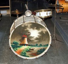 Cool stuff they used to paint on bass drum heads in the '20s and '30s | Dangerous Minds