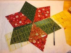 Sewing zone: Photo guide & template for patchwork stars as placemats - Diy Fabric Christmas Ribbon Crafts, Christmas Projects, Patchwork Tutorial, Fabric Stars, Patch Quilt, Easy Sewing Projects, Mug Rugs, Diy Crafts To Sell, Decoration