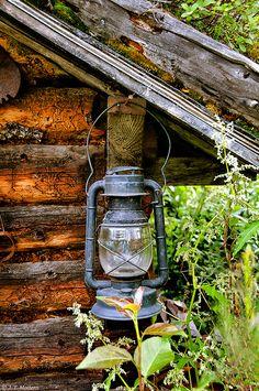 trappersandwoodsmen:    Lantern on Cabin by Traveler Jim on Flickr.