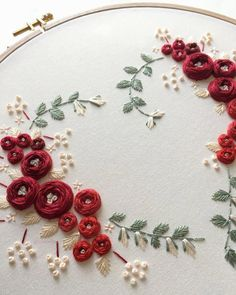 Wonderful Ribbon Embroidery Flowers by Hand Ideas. Enchanting Ribbon Embroidery Flowers by Hand Ideas. Brazilian Embroidery Stitches, French Knot Embroidery, Embroidery Hearts, Hand Embroidery Videos, Embroidery Flowers Pattern, Simple Embroidery, Hand Embroidery Stitches, Modern Embroidery, Silk Ribbon Embroidery