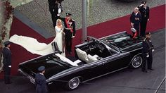 The bridal couple outside Oslo Cathedral after the wedding ceremony; wedding of Crown Prince Haakon of Norway and ms. Mette-Marit Tjessem Høiby, August 25th 2001