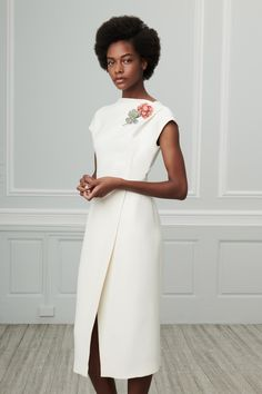 Oscar de la Renta Resort 2019 collection, runway looks, beauty, models, and reviews.