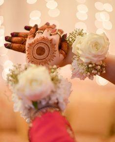 Finger Henna Designs, Bridal Henna Designs, Mehndi Designs For Fingers, Mehndi Art Designs, Mehndi Images, Whatsapp Dp, Bengali Bridal Makeup, Mehndi Desighn, Fancy Wedding Dresses