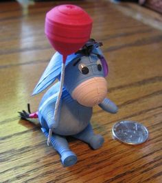 Eeyore with Balloon -- by Cathy Schlim Quilling Dolls, Paper Quilling Flowers, Origami And Quilling, Paper Quilling Patterns, Quilling Tutorial, Quilling Paper Craft, Quilling 3d, Paper Crafts Origami, Quilling Ideas