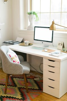 Office inspiration // working from home requires a pretty office space! Home Office Space, Office Workspace, Home Office Design, Home Office Decor, Office Spaces, Ikea Office Chair, Office In Bedroom Ideas, Home Office White Desk, Gold Office