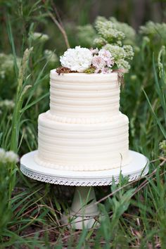 perfect butter cream frosting - love this, same size cake - with one big white flower cascading down the side