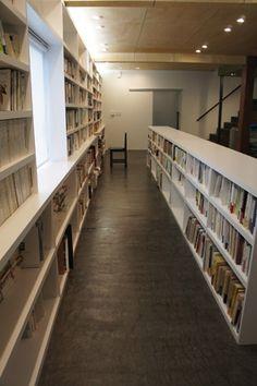 哲学者の家の部屋 大容量の本棚
