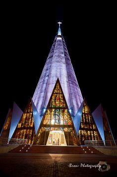 Cathedral Basilica of Our Lady of Glory 1972 Maringa, Brazil by Jose Augusto Bellucci Sacred Architecture, Religious Architecture, Church Architecture, Beautiful Architecture, Beautiful Buildings, Cathedral Basilica, Cathedral Church, Modern Church, Old Churches