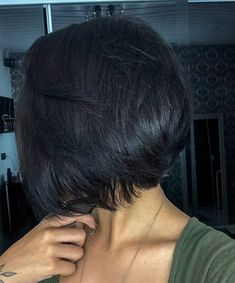 Pretty Dark Purple Pixie - Short Hair with Bangs – 40 Seriously Stylish Looks - The Trending Hairstyle Short Straight Hair, Short Hair With Bangs, Girl Short Hair, Hairstyles With Bangs, Short Hair Cuts, Straight Hairstyles, Cool Bobs, Medium Hair Styles, Curly Hair Styles
