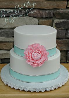 this is a buttercream-frosted cake. Love it! No fondant and looks perfect!