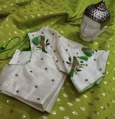 Simple Bridal Jewelry Ideas Products 28 Ideas For 2019 Hand Work Blouse Design, Simple Blouse Designs, Stylish Blouse Design, Designer Blouse Patterns, Fancy Blouse Designs, Blouse Neck Designs, Blouse Styles, Maggam Work Designs, Embroidery Designs