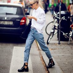 Mom Jeans Are Back! 15 Ways to Style the Trend Moto Vintage Mom Jeans Look Fashion, Daily Fashion, Fashion Outfits, Womens Fashion, Fashion Trends, Street Fashion, Net Fashion, Fashion Hacks, Cheap Fashion