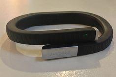 Jawbone Up, un bracelet intelligent ?  Découvrez le test ici : http://www.europe1.fr/High-Tech/Jawbone-Up-le-bracelet-qui-change-un-peu-la-vie-1502497/