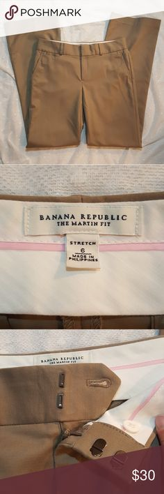Banana Republic Martin Fit Tan Khaki Trousers Banana Republic Martin Fit Stretch Tan Khaki Trousers Very good pre-loved condition! Size 6 Banana Republic Pants Trousers