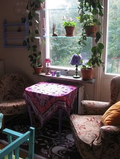 Cozy space to read and have a cup of chamomile tea.this looks so inviting. I love the vines around the window. Bohemian Interior, Bohemian Decor, Boho Home, Bohemian House, Deco Boheme, Interior Decorating, Interior Design, Modern Interior, Piece A Vivre