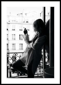 Smoking in Paris Poster i gruppen Studio Collections / Studio Cosmopolitan hos Desenio AB Foto Cowgirl, Sexy Cowgirl, Photo Pop Art, Poster 40x50, Desenio Posters, Poster Photo, Buy Posters Online, Art Online, Prints Online