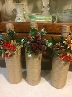Glass Bottle Crafts, Wine Bottle Art, Diy Bottle, Wrapped Wine Bottles, Christmas Wine Bottles, Christmas Decorations For The Home, Christmas Arrangements, Decoration Table, Holiday Crafts