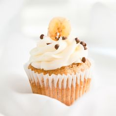 Banana cupcake by Grace & Shelly's