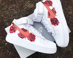 From the court in to today's fashion scene, the Air Force 1 continues to revolutionize sneaker culture. Find the latest Air Force 1 styles at Nike. Jordan Shoes Girls, Girls Shoes, Shoes Women, Souliers Nike, Nike Free Run, Nike Shoes Air Force, Cute Sneakers, Shoes Sneakers, Girls Sneakers