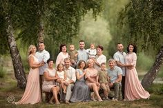 Super Ideas For Large Family Photography Large Family Portraits, Extended Family Photography, Large Family Photos, Family Portrait Poses, Family Posing, Beach Portraits, Family Portraits What To Wear, Family Picture Colors, Family Picture Poses