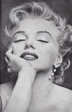 Marilyn Monroe, takes dance lessons, Hollywood, Divas, Marlene Dietrich, Arte Marilyn Monroe, Vintage Cartoons, Laser Tag, Howard Hughes, Joe Dimaggio, Hommes Sexy, Norma Jeane