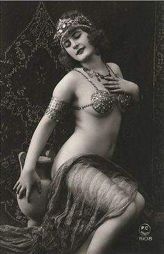 A belly dancer. Year: 1908