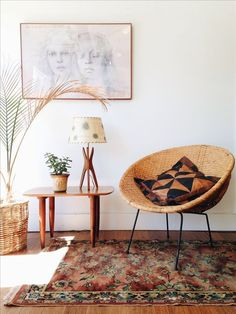 Hmm... where have we seen this chair before? Tiny Living Rooms, Small Living, Home And Living, Living Spaces, Cozy Living, Home Interior, Interior Decorating, Modern Interior, Scandinavian Interior