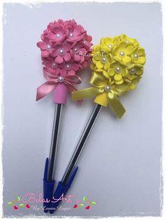 These mini school supplies are adorable! Foam Crafts, Diy And Crafts, Crafts For Kids, Paper Crafts, Felt Flowers, Paper Flowers, Diy Flowers, Pen Toppers, Fancy Pens