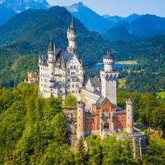 Neuschwanstein Castle > Bavaria, Germany
