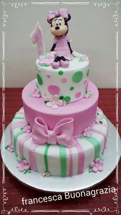 Minnie love cake