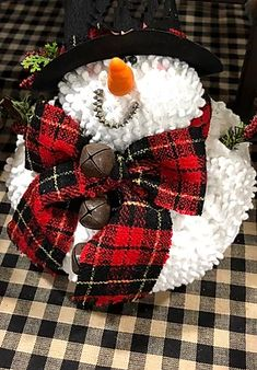 Snowman Christmas Decorations, Christmas Snowman, Diy Christmas Gifts, Christmas Time, Christmas Wreaths, Sock Snowman Craft, Snowman Crafts, Chenille Crafts, Chenille Fabric