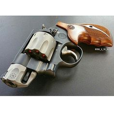 Smith & Wesson revolver //