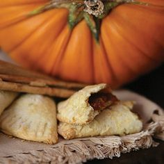 A sweet pastry pocket filled with pumpkin. These sweet treats are perfect with a cup of Mexican coffee before breakfast or after dinner. Growing up we always knew the fall and winter meant lots of Pumpkin Empanadas, Empanadas Recipe, Homemade Pumpkin Puree, Canned Pumpkin, Homemade Pies, Pumpkin Pumpkin, Pumpkin Dishes, Pumpkin Recipes, Mexican Food Recipes