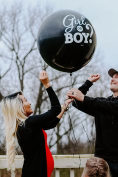 Beautiful, fun gender reveal photo and maternity photo shoot. Baby Reveal Photos, Twin Gender Reveal, Pregnancy Gender Reveal, Gender Reveal Balloons, Gender Reveal Party Decorations, Baby Shower Gender Reveal, Pregnancy Photos, Gender Reveal Photography, Family Photography