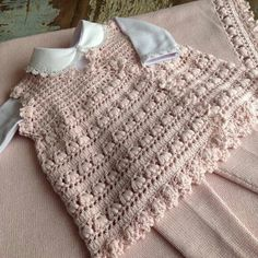 Baby Knitting Patterns, Baby Patterns, Crochet Patterns, Crochet Coat, Crochet Baby, Kimono Diy, Baby Pullover, Crochet Videos, Baby Sweaters