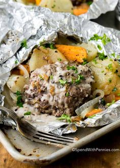Hobo Dinner Foil Packets (Hamburger & Potato) - Spend With Pennies cooking foil hobo packets Hobo Dinner Foil Packets (Hamburger & Potato) - Spend With Pennies Tin Foil Dinners, Foil Packet Dinners, Foil Pack Meals, Grilling Foil Packets, Beef Dishes, Food Dishes, Main Dishes, Grilling Recipes, Cooking Recipes