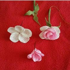 This Pin was discovered by Bah Diy And Crafts, Arts And Crafts, Needle Lace, Lace Making, Bead Crochet, Ribbon Embroidery, Crochet Flowers, Baby Knitting, Knots