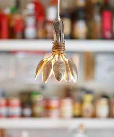 Come realizzare una lampada fai fa te http://atutto.net/1z4IHgl #LampadaDesign, #LampadaFaiDaTe, #LampadaOrigiale