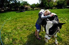 """""""O amor e a compaixão para com os animais é das mais nobres virtudes da natureza humana."""" (Charles Darwin – teórico da """"Seleção Natural"""") Quando resolvi aderir a uma dieta vegetariana vegana, não imaginava o quanto isso poderia ser recompensador e divertido em minha vida! Que seria diferente eu já sabia, mas divertido, nem passou pela minha cabeça. Quando digo divertido, do latim divertere, """"mudar de direção"""", quero expressar o quanto me adapteia essa nova realidade de forma leve e alegre…"""