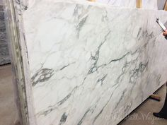 white calcutta verde granite that looks like marble ! white calcutta verde granite that looks like marble ! Kitchen Redo, Kitchen And Bath, New Kitchen, Kitchen Ideas, Kitchen Designs, Estilo Interior, Kitchen Countertops, Quartzite Countertops, Beautiful Kitchens
