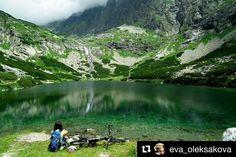 Tip na parádny výlet ak bude cez víkend pekné počasie  #praveslovenske Velické pleso od @eva_oleksakova  #trip #adventure #hiking #mountains #tatramountains #rocks #water #nature #landscape