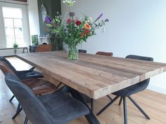 Sturdy solid teak wood dining table with matrix frame in matt black. - Sturdy solid teak wood dining table with matrix frame in matt black. Completely tailor-made for the - Teak Wood, Decor Interior Design, Feng Shui, Sweet Home, Bedroom Decor, Dining Table, Lounge Ideas, Living Room, Annie Sloan